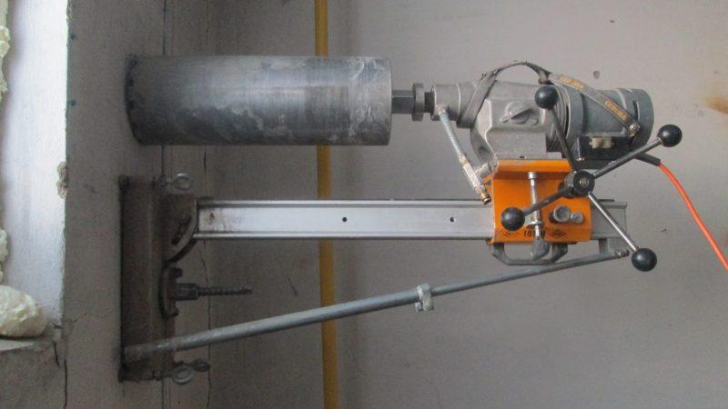 Алмазная крошка, которая напылена на рабочую поверхность инструмента, имеет искусственное происхождение, а не естественное