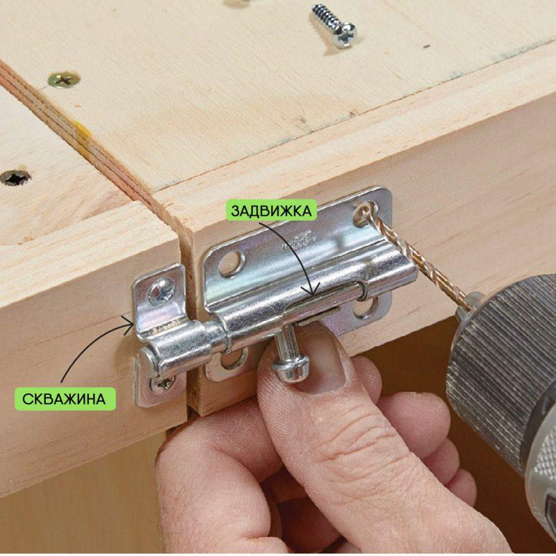 Монтаж усиливающих реек на боковые поверхности столешниц