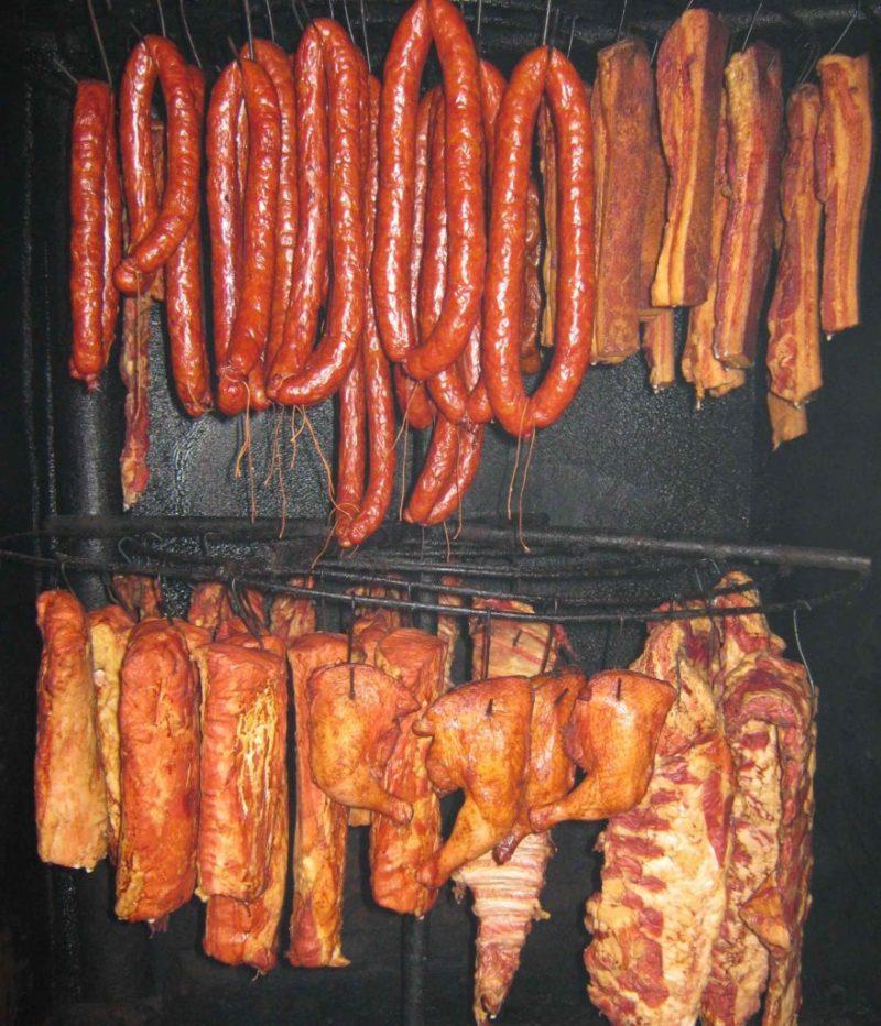 Мясо в коптильне