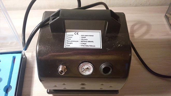 Наклейка с характеристиками агрегата