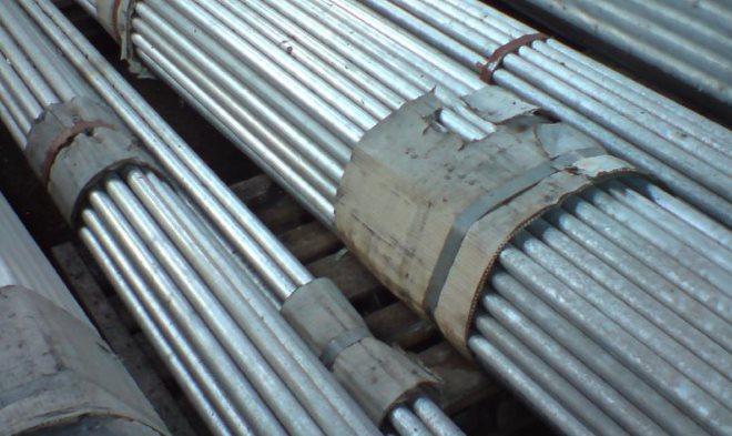 Аустенитные сплавы марок Х17Н13М2 и Х17Н13М3 оптимально подходят для конструкций, работающих под воздействием кислот