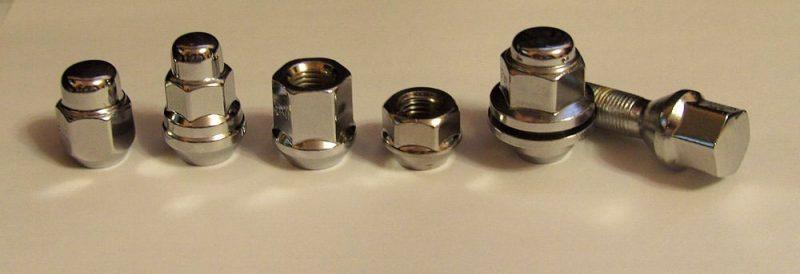 Разновидности крепежа для литых дисков