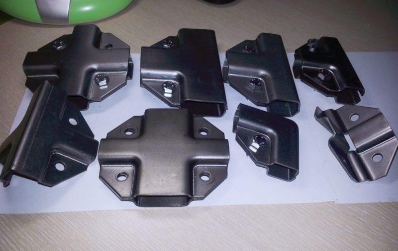 Для соединения деталей можно использовать специальные хомуты