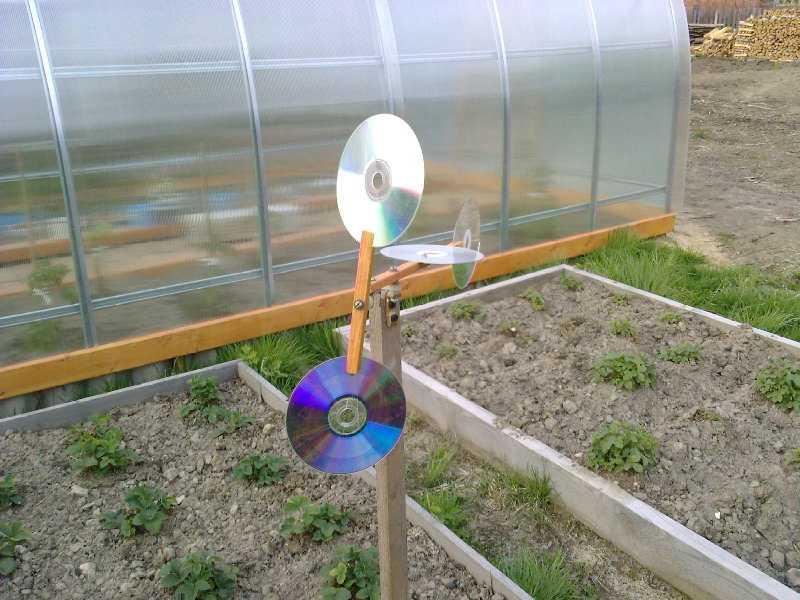 Усовершенствованный флюгер с пропеллером