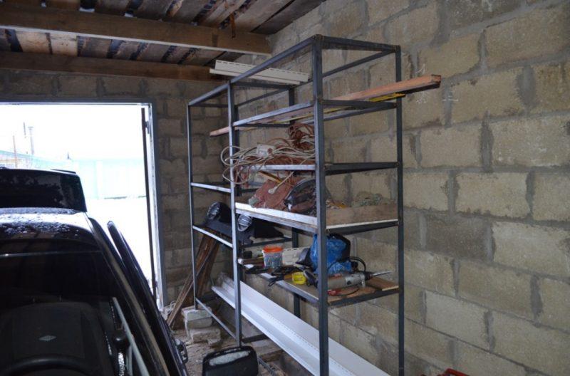 Открытость конструкции позволяет хранить даже длинномеры