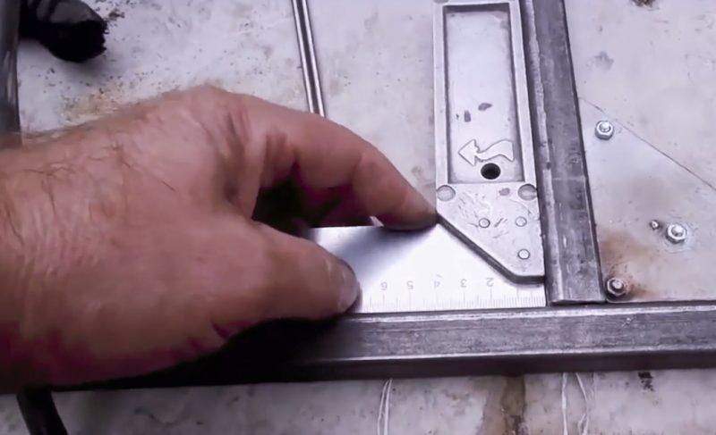 При сварке деталей используйте уголок