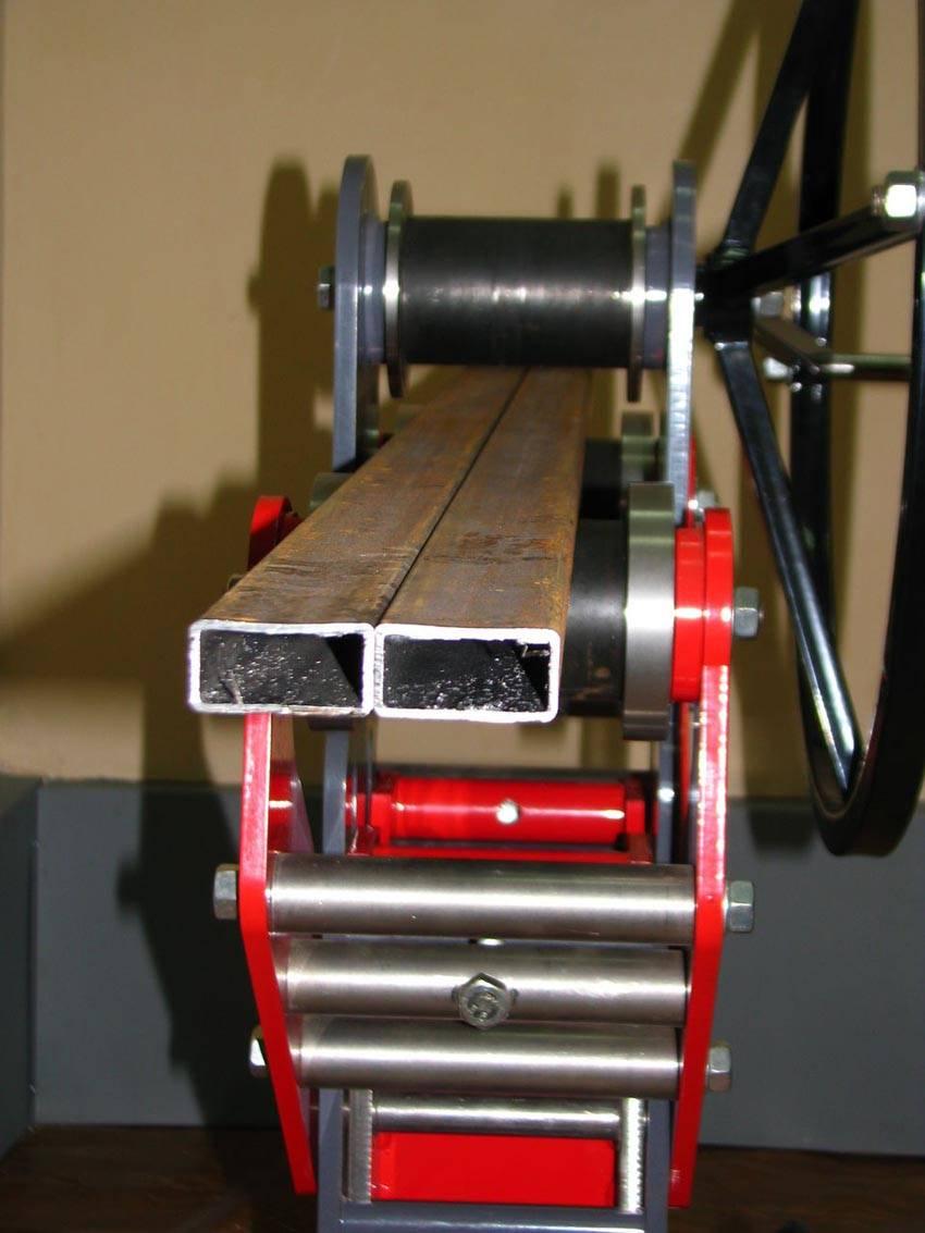 Фото трубогиба для профильной трубы с ручным приводом