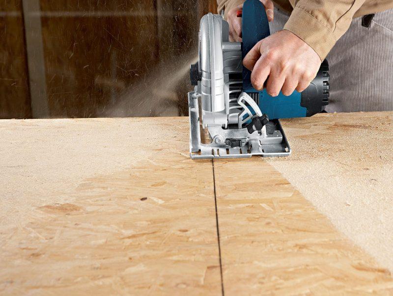 Раскроите листовой материал для изготовления полок
