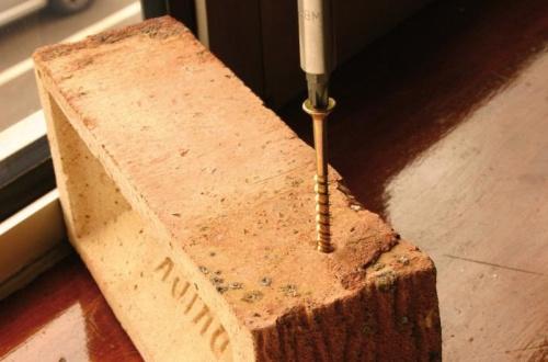 Вкручивание нагеля в бетон