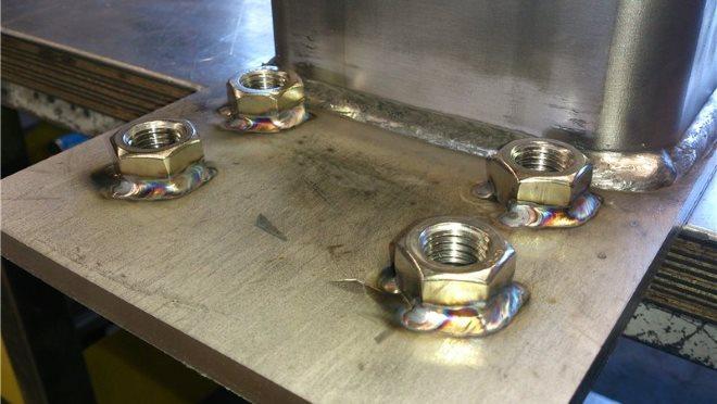 Сварка нержавеющей стали в защитной среде полуавтоматом обеспечивает качественное соединения изделий