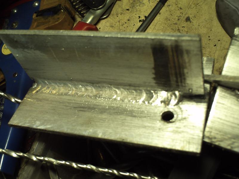 Сварочный шов на алюминиевой детали