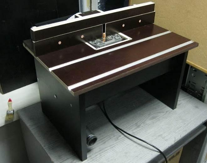 Настольный стол с неплохим функционалом