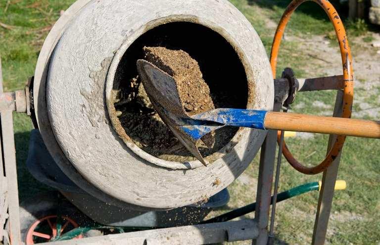 Бетономешалка сократит время на производство смеси для строительных блоков
