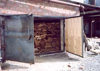 Для обработки можно использовать старый гараж или сарай